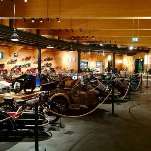 Vaikuttava kokoelma moottoripyri museoituna parin kilometrin korkeudessa  moottoripyrharrastajan mustkohdehellip