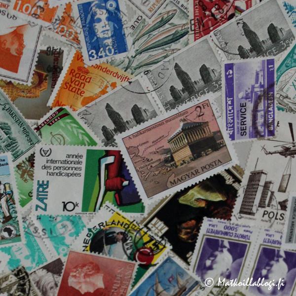 Helgas-talossa hauska yksityiskohta oli postimerkeistä tehty kuvio ovipeiliin