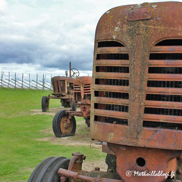 Anglan tuulimyllykylä, traktorit