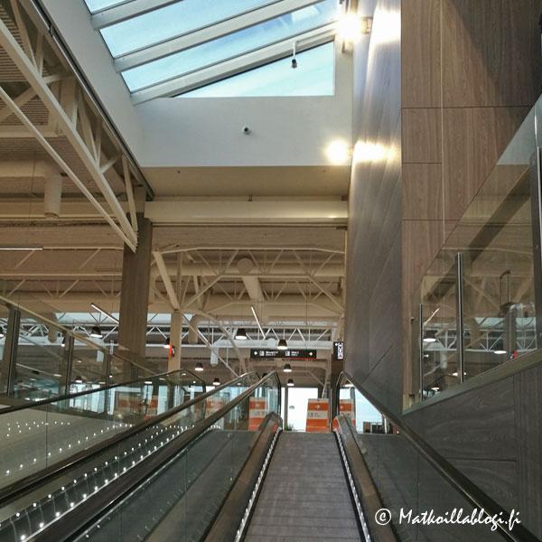 Tallinnan D-terminaali, rullaportaat