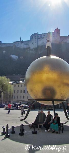 Kuukauden kuva, maaliskuu 2020: Sphaera ja Hohensalzburgin linnoitus, Salzburg. Kuva: © Matkoillablogi.fi