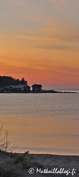 Kuukauden kuva, heinäkuu 2020: Ohtakari Vattajan rannalta, Lohtaja. Kuva: © Matkoillablogi.fi