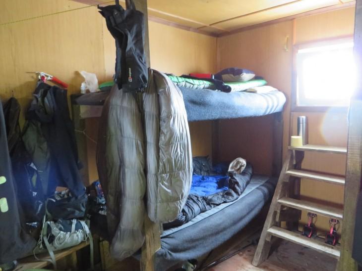 Alimmainen peti oli mun käytössä ja tavaroita säilytettiin siellä missä tilaa oli.