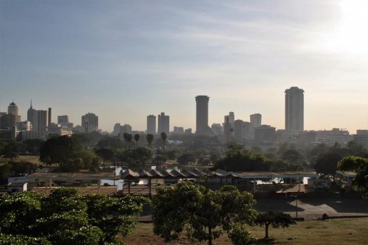 Nairobin keskusta aamuauringossa