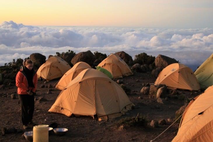 Horombo Hutin telttakylä herää aamuun