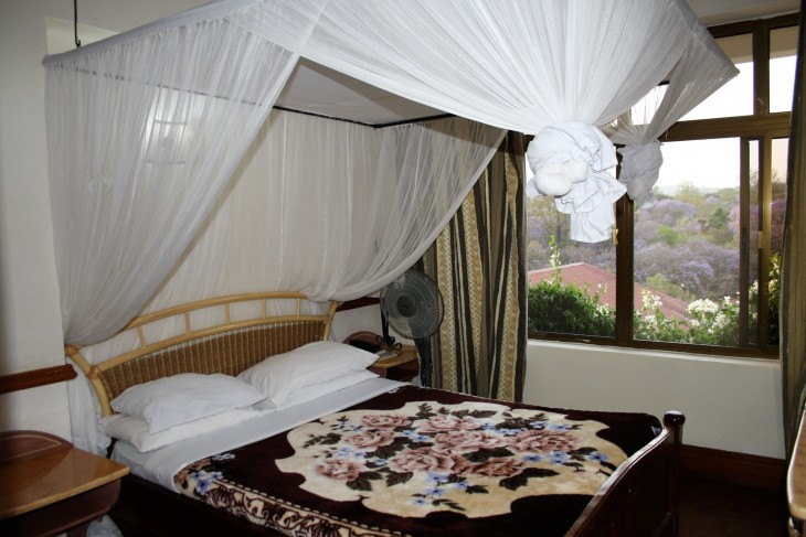 Impala hotellin huone.