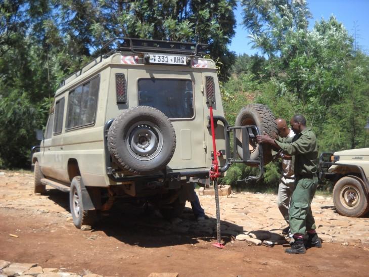 Safariauton korjausta