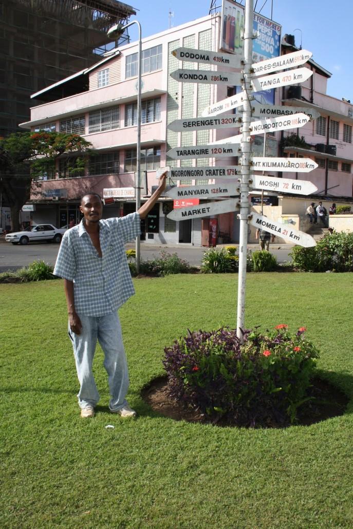 Kävelyoppaamme Arushassa