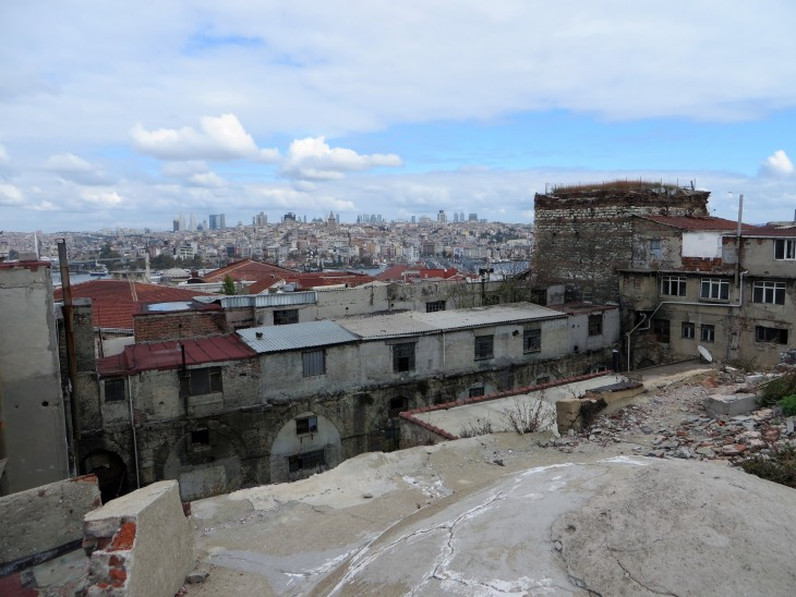 Istanbulin kattojen yllä