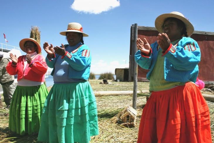 Naiset laulavat lähtölaulua