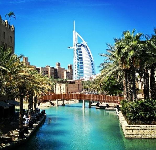 Burj al Arab -hotelli Madinah Jumeirahilta kuvattuna