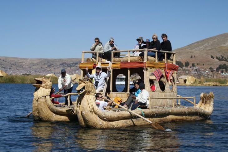 Kaislavene Titicaca järvellä