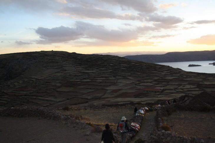 Auringonlasku Amantani-saarella