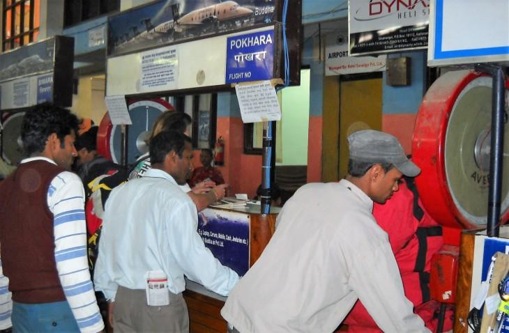 Kathmandun lentokentän check-in tiskit
