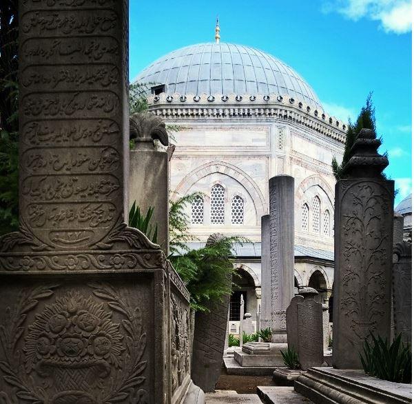 Hautausmaa Süleymaniyen moskeijan lähellä