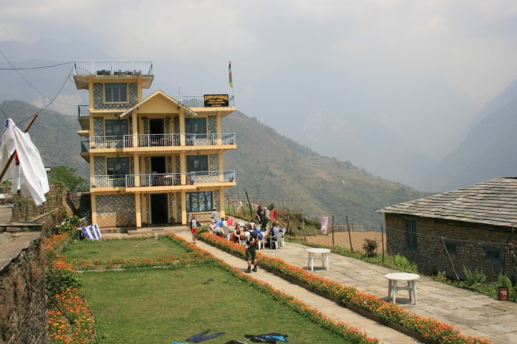 Alppitalo keskellä Nepalia