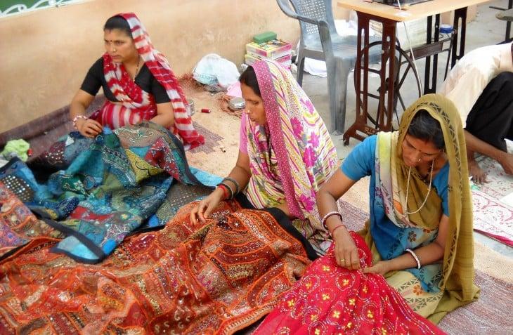 women_sew_fabric