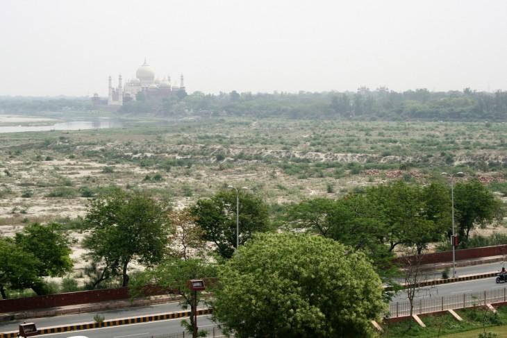 Tällaiselta Taj Mahal näyttää Punaisesta linnoituksesta käsin.