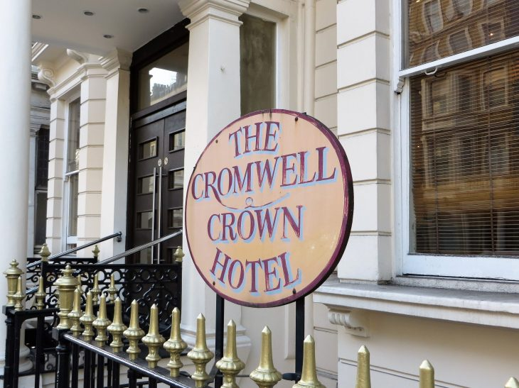 the_cromwell_crown_hotel