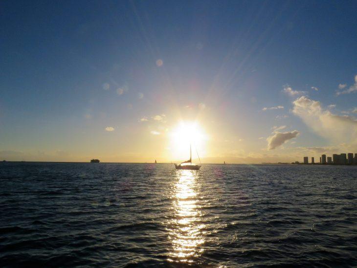 hawaii_sunsetsailing