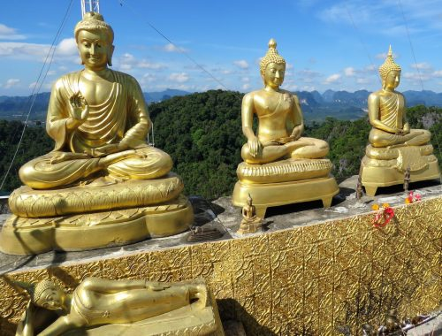 buddhat_tiikeriluolatemppeli_krabi