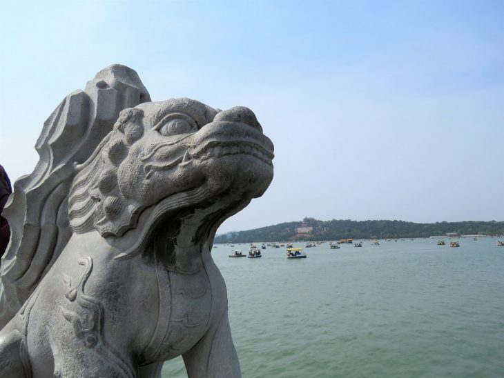 peking kesäpalatsi archie bridge lion