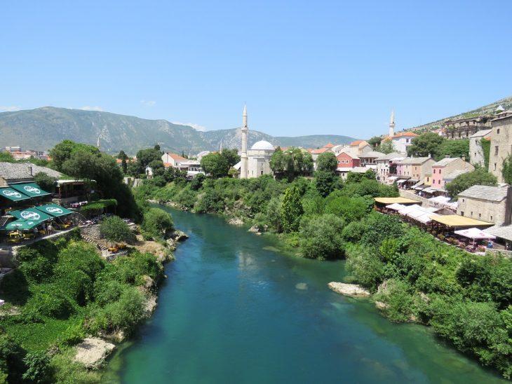 Neretva joki Stari most sillalta nähtynä