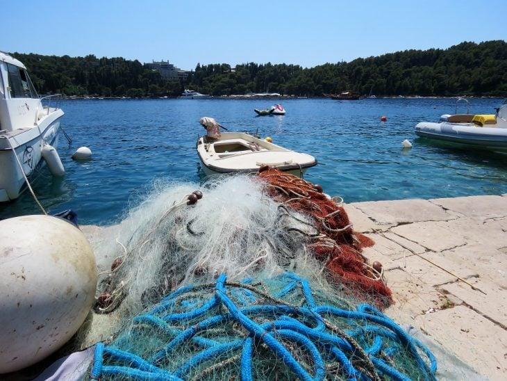 kalaverkkoja cavtatin satamassa