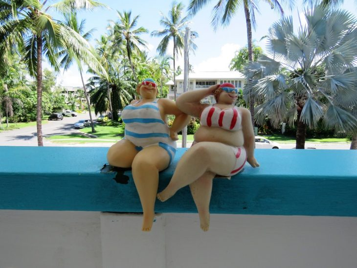 port-douglas-naisfiguurit