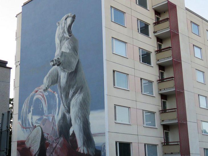 jääkarhu muraali kerrostalon seinässä