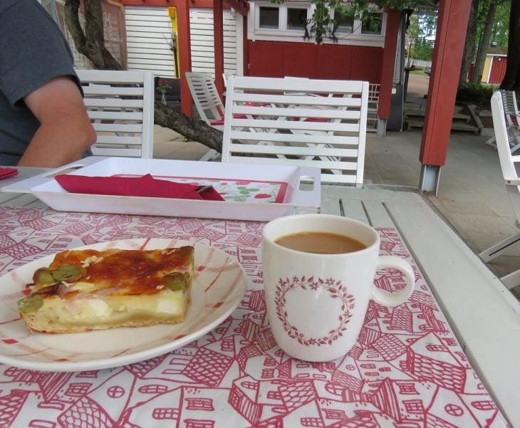 cafe-kailas-kahvi-piirakka