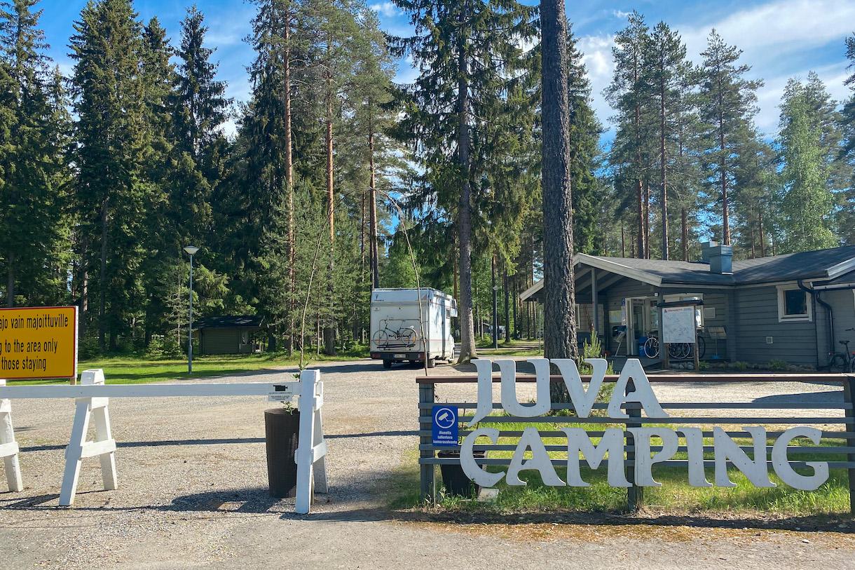 Juva camping -kyltti leirintäalueella