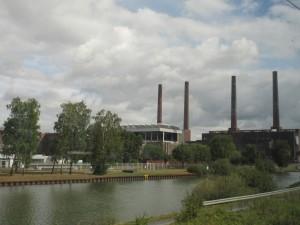 Wolfsburg junasta katsottuna.
