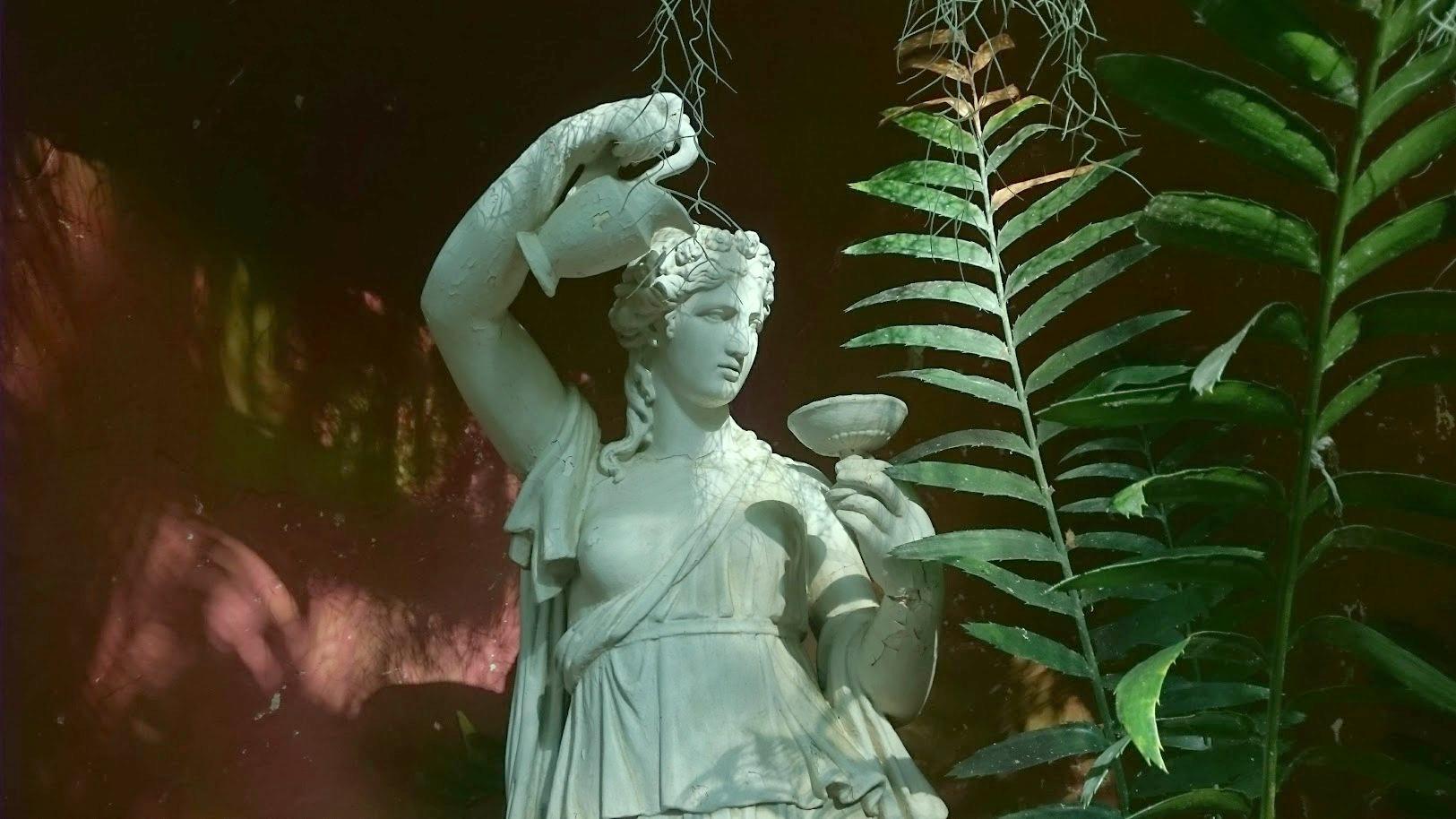 Kaisaniemen kasvitieteellinen puutarha patsas