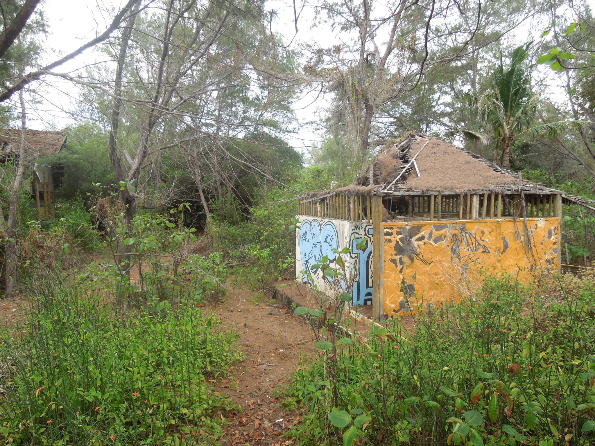 Gili Meno hylätty hotelli Bougainville