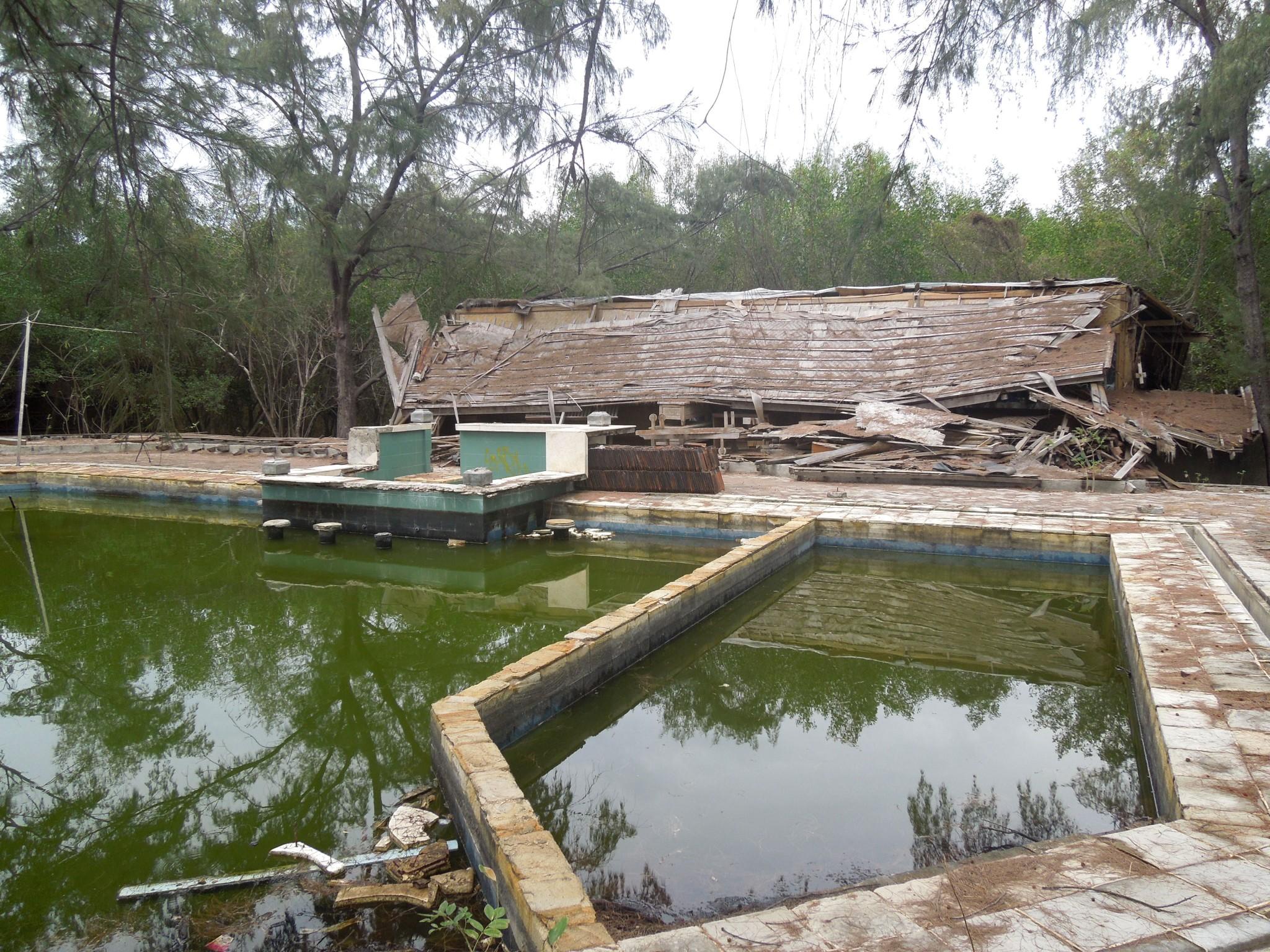 Gili Meno hylätty hotelli uima-allas