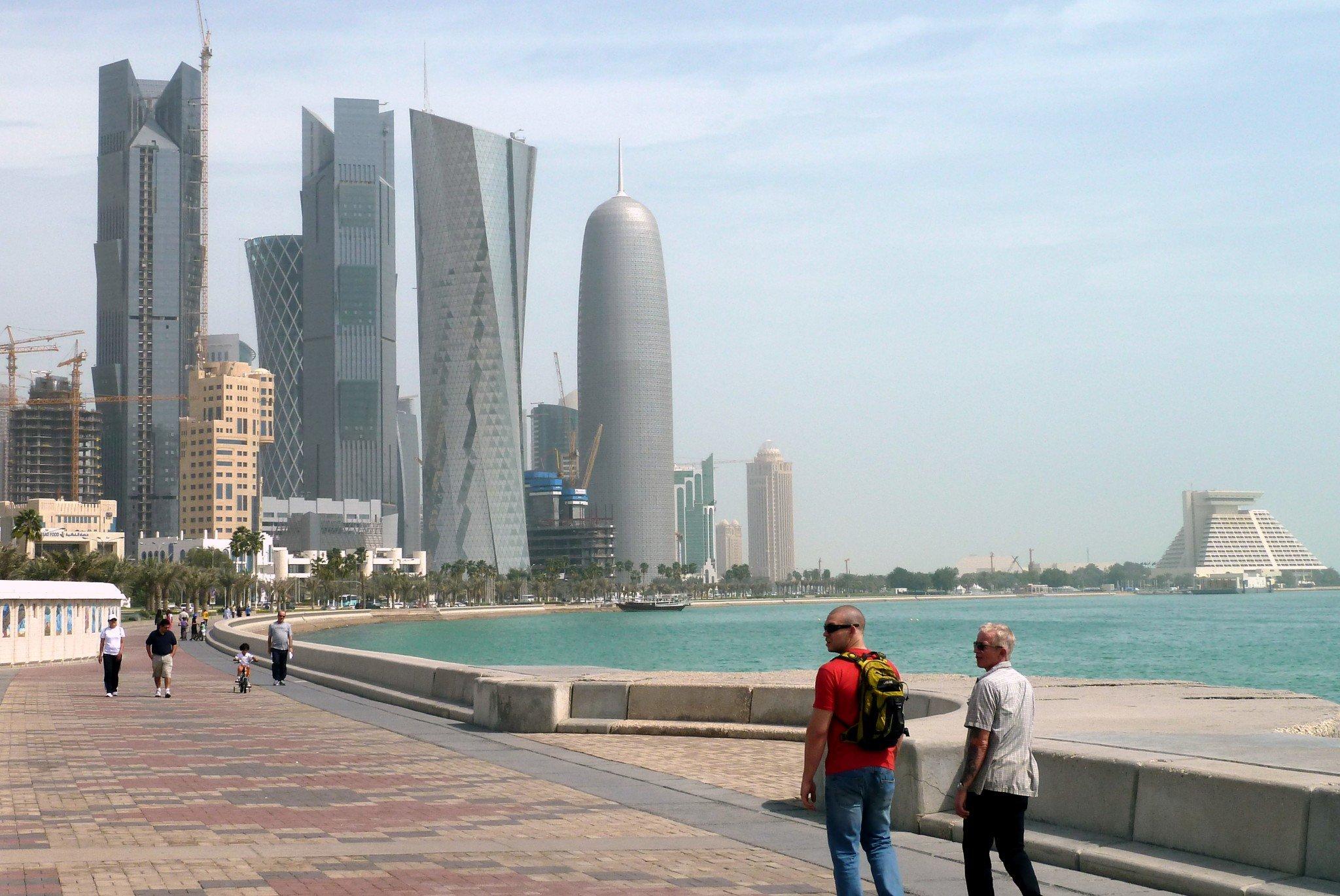 Corniche kävelykatu rantabulevardi Doha Qatar välilasku
