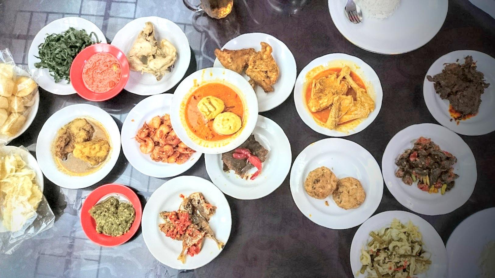 Masakan padang Indonesia ruoka