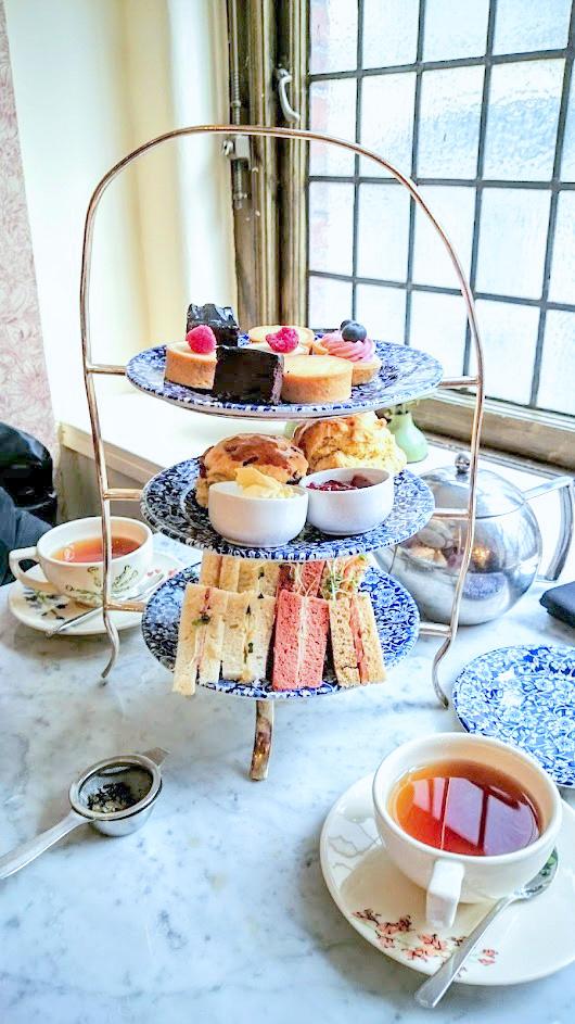 Lontoo iltapäivätee afternoon tea Liberty tavaratalo edullinen