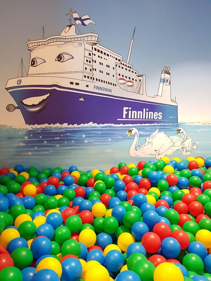 Finnlines laiva Naantali Kapellskär pallomeri