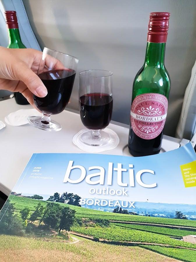 airbaltic businessluokka viinit tarjoilu