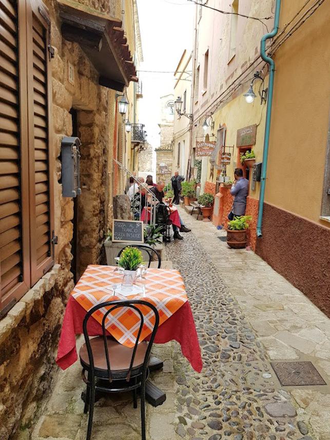 castelsardo sardinia italian kaunein kylä
