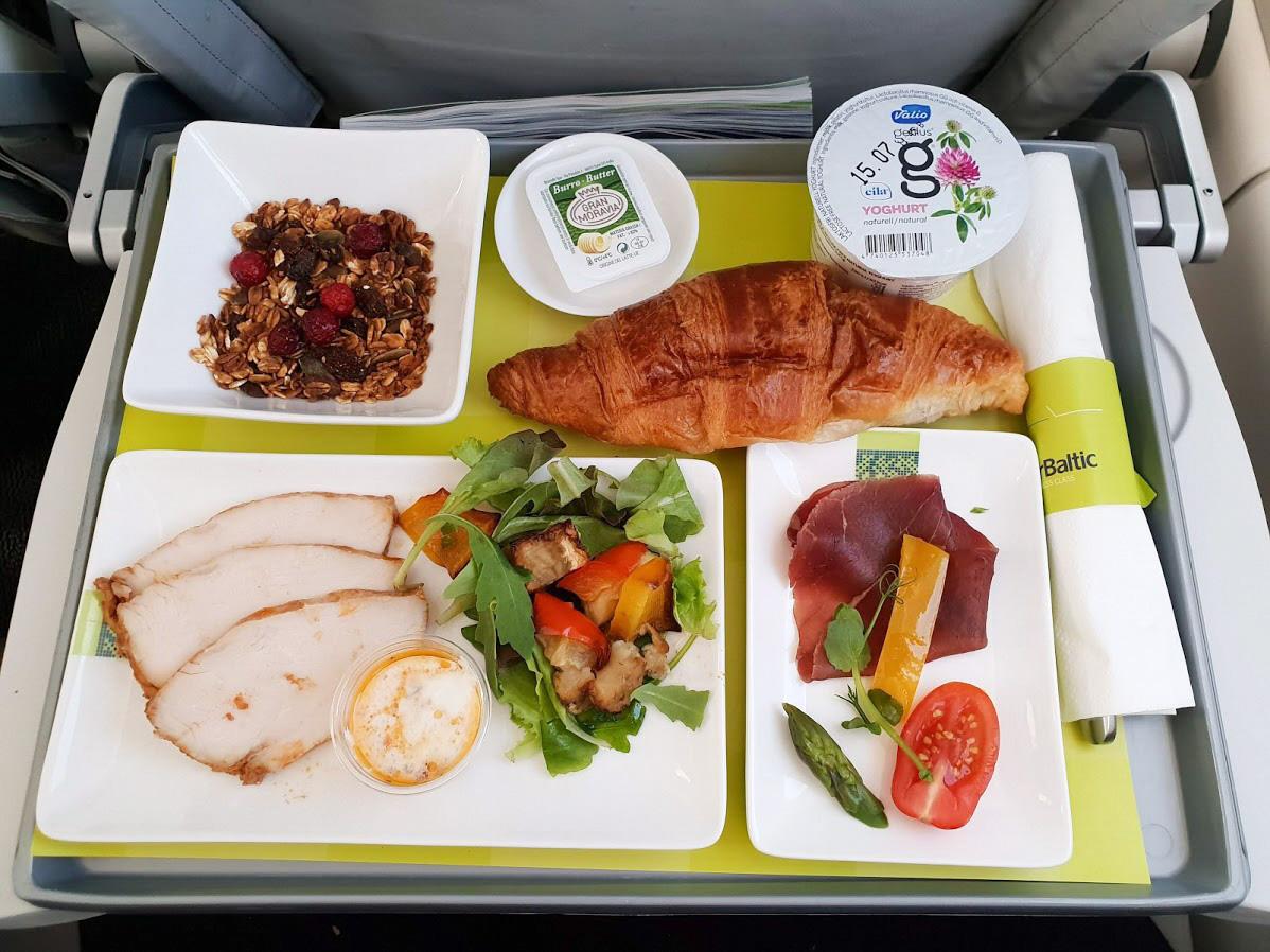 airbaltic businessluokka ruoka tarjoilu