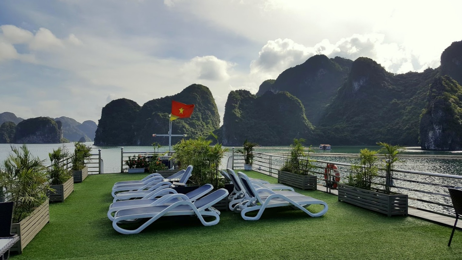 Halong Bay risteily