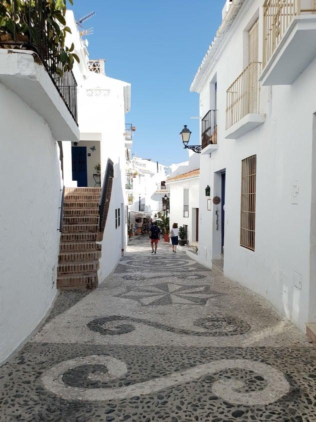 Costa del sol malaga espanja rannikko päiväretket retkikohde valkoinen kylä frigiliana