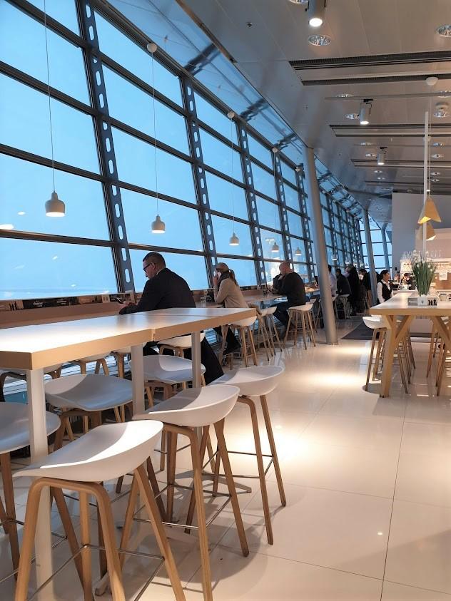 Finnair business lounge lentokenttä Helsinki-Vantaa sisäänpääsy kokemuksia hinta