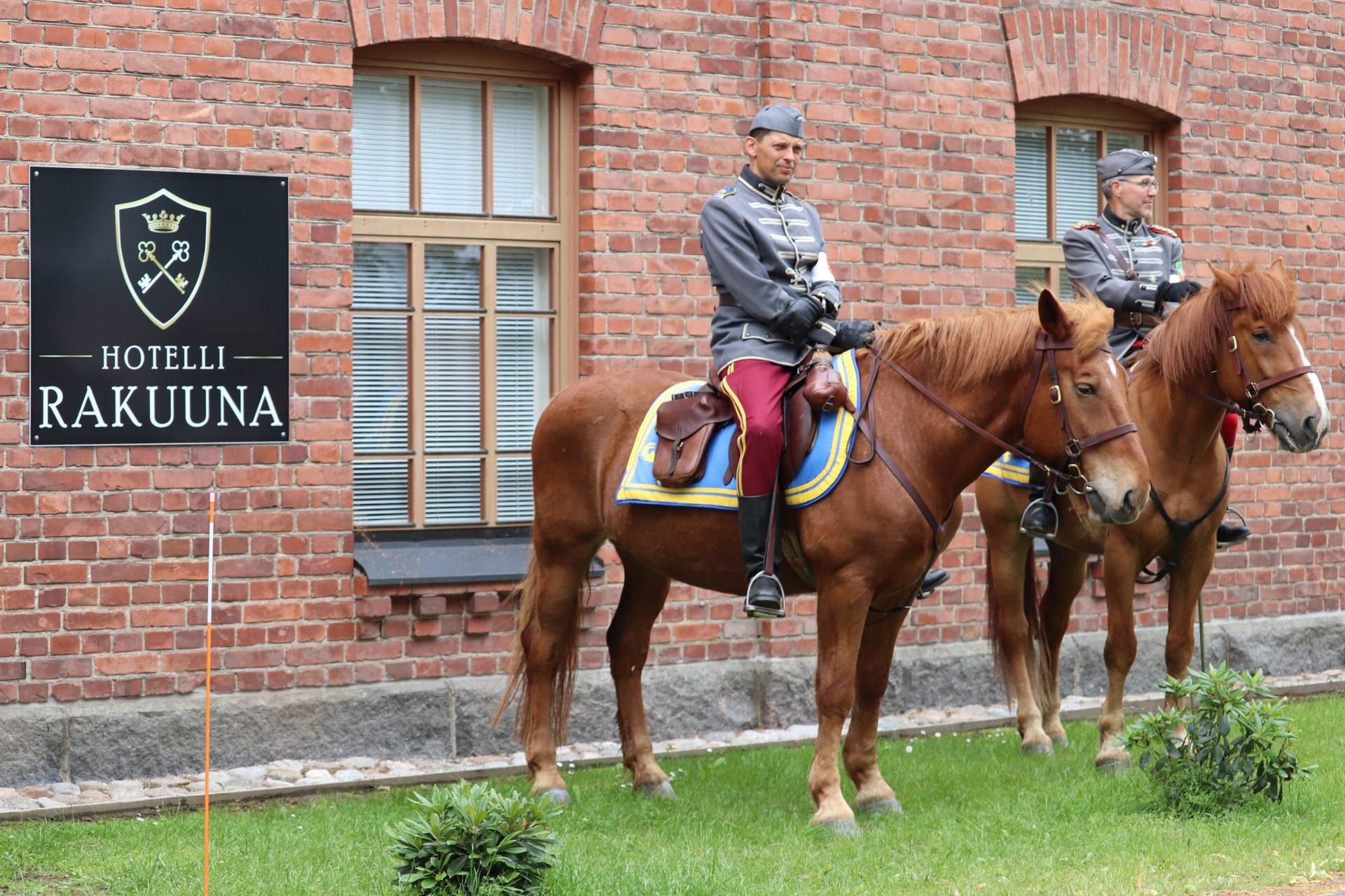 Lappeenranta hotelli rakuuna rakuunaratsukko hevonen tiilitalo