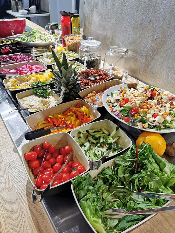 cafe aitoleipä brunssi salaattipöytä