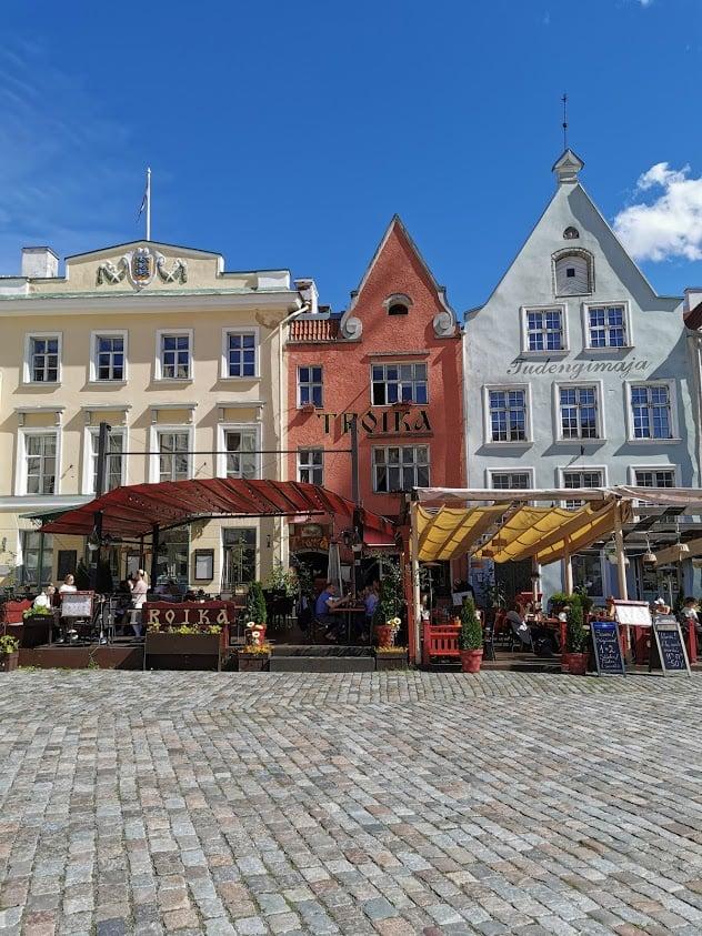 Tallinna vanhakaupunki raatihuoneentori rakennus