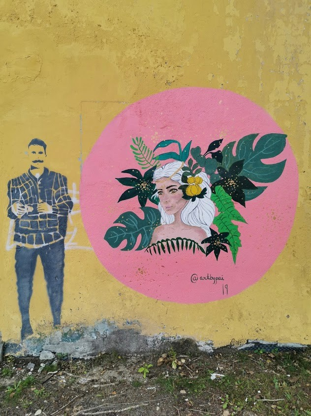 Telliskivi seinä muraali
